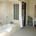 Villa 4, Bathroom